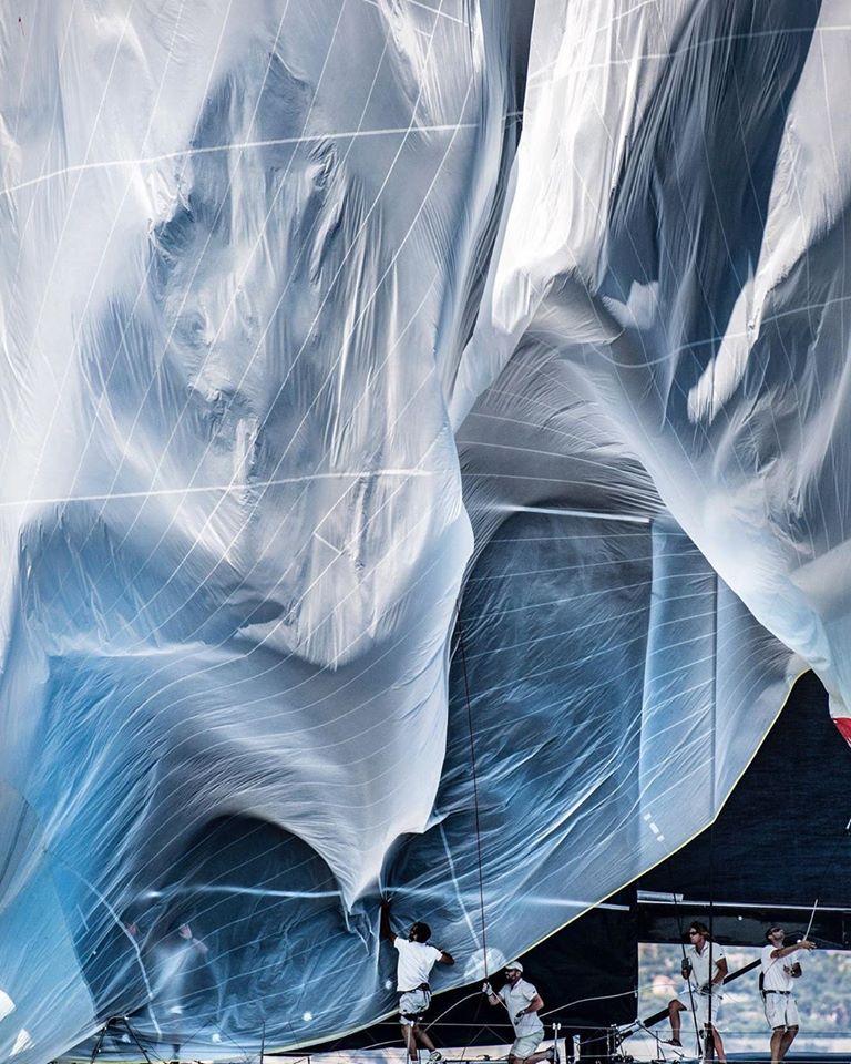 26 janvier 2020 - Dropping spinnaker - © Kurt Arrigo